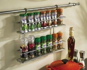 geneeskrachtige kruiden en specerijen rekje in de keuken