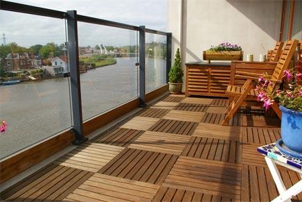 Het steigergevoel met een makkelijke houten vloer op je terras of balkon tuin en balkon - Terras van droom ...
